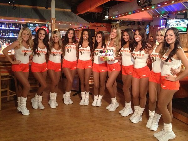 hooters-doubles-size-location