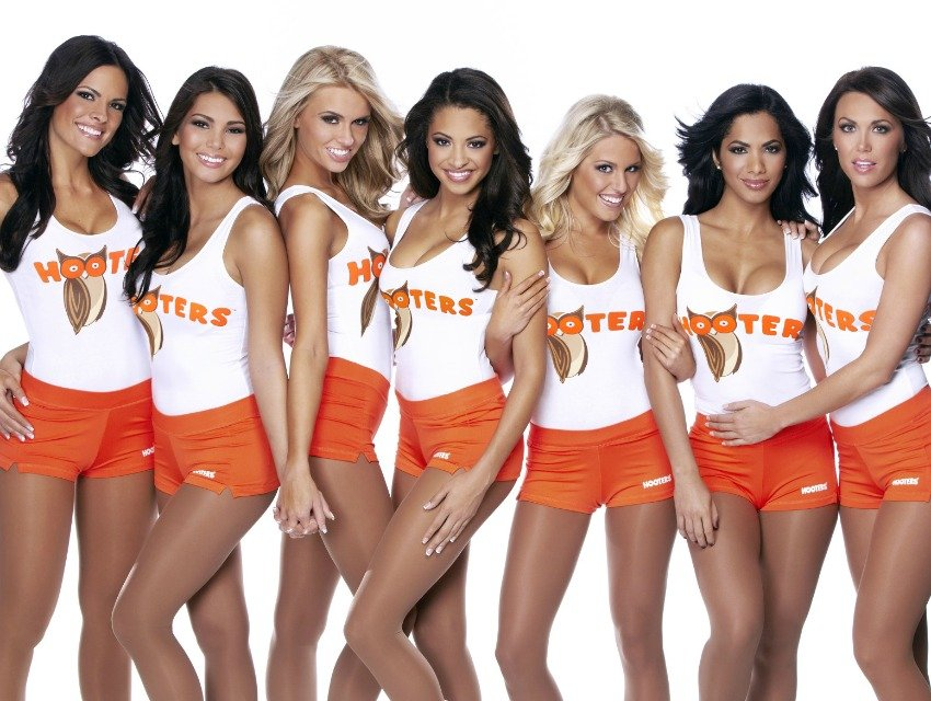 famous-hooters-chicken-wings